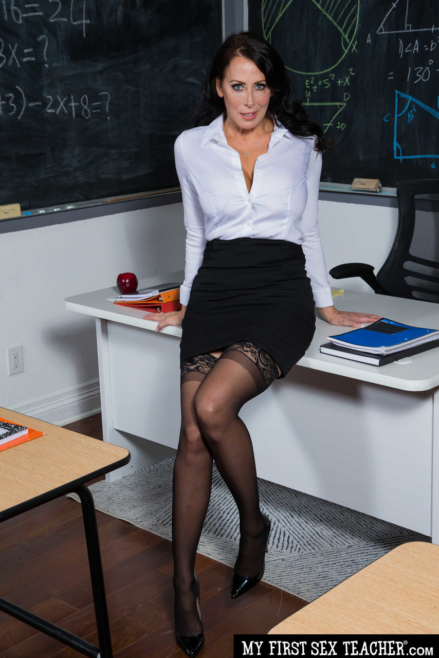 Curvaceous mature teacher Reagan Foxx gets fucks hard by her studly student
