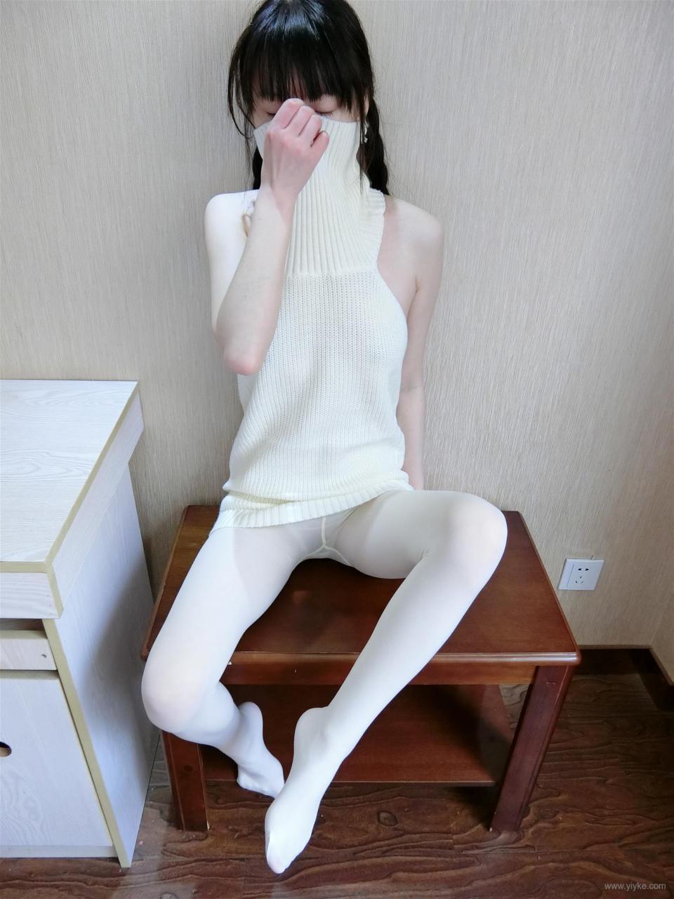 Sear sauce halter sweater- (77P)