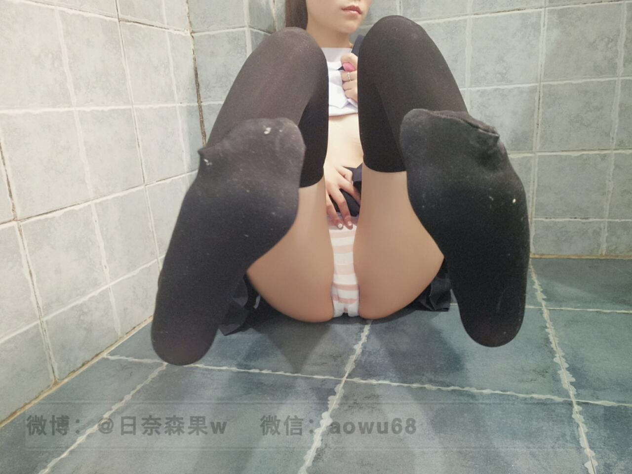 [日奈森果]  JK in the bathroom-(47P)