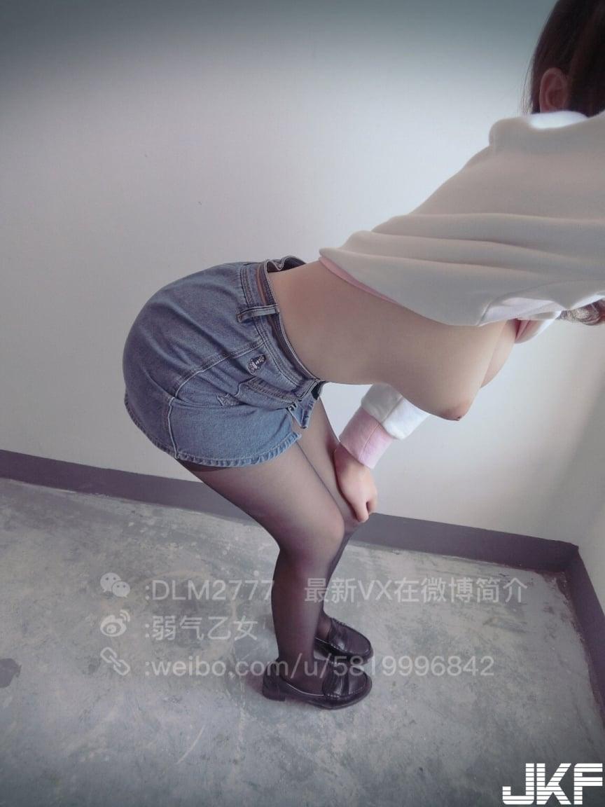 弱氣乙女 - Cute sexy girl show her beautiful breast on public