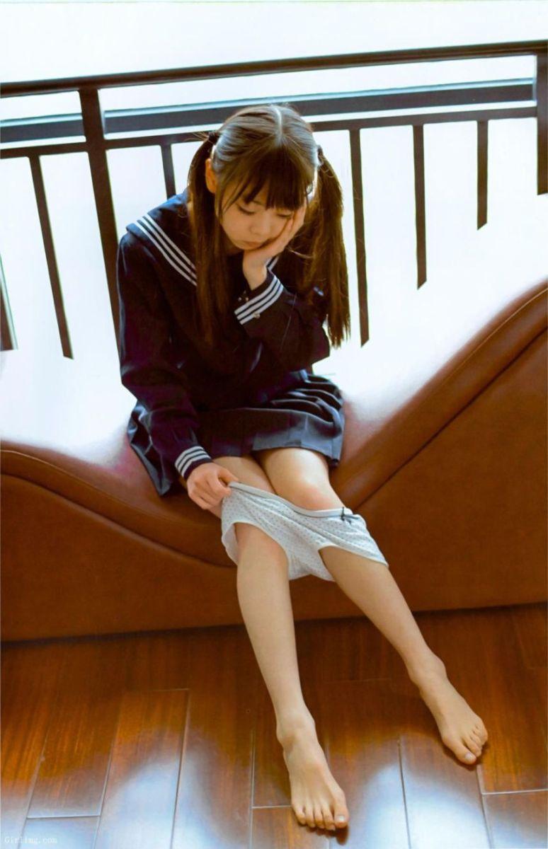 Shin-Tsuji 2 Photograph Package --Rabbit Circus --Loli girl in uniform