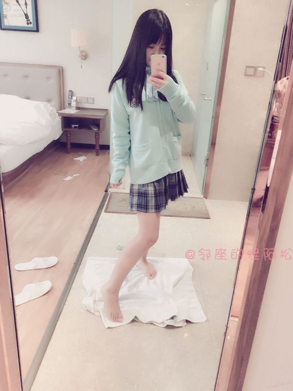 The Lolita Girl in the School Uniform of the Strange Asongsong Jam Next to the Seat (26P)